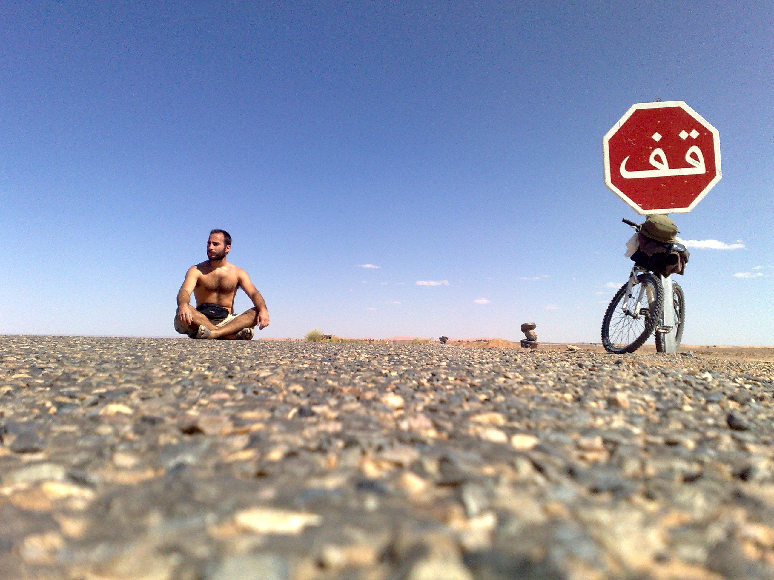 bicicleta no deserto marrocos